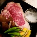 黒毛和牛食べ放題 みやもと牧場 - お肉の玉手箱