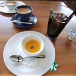 ピッツェリア チェッポ - セットの珈琲(ホット&アイス)&ドルチェ(濃厚プリン)