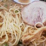 麺や輝 - 麺とチャーシュー、メンマ