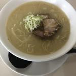 磔磔 - 豚骨ラーメン500円