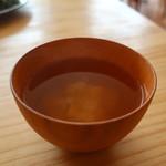 鎌倉オーガニックミール ムスビー - 豆腐、玉ねぎ、人参の味噌汁