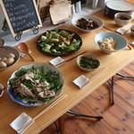 鎌倉オーガニックミール ムスビー - この日の大皿料理8種類