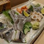かまくら小花寿司 - お刺身盛合せ(酢〆イワシ、平目縁側、ツブ貝、生とり貝、赤貝、サヨリ)