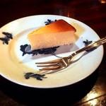 カフェ・アンセーニュダングル - 自家製チーズケーキ(500円)