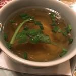 タイの食卓 クルン・サイアム×アティック× - カオマンガイのスープ、このスープもとても美味しい。