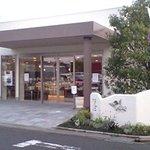 107375 - お店外観。駐車場も完備。
