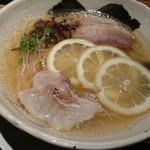 餃子とからあげ 将軍 - 明石鯛塩ラーメン 745円
