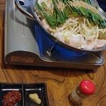 焼肉と鍋料理 錦平 - 薬味は、辛みそ、にんにく、辛山椒