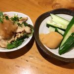 鳥吉 - 鶏皮ポン酢ともろキュー