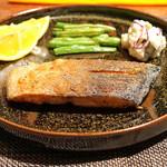 根津松本 - 料理写真:紅鮭のムニエル