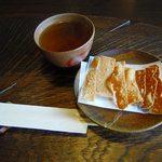 蕎麦十九 夢玄 - いれたての蕎麦茶、3種の蕎麦かりんとう