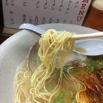 博多長浜ラーメン みよし - 極細麺(なにも聞かれなくてバリかたできます).
