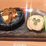 107030067 - お通し:自家製の卵豆腐になめ茸とか