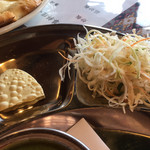 ガネーシャ - サラダとパパド