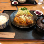 あかずきん - 料理写真:とろけるチーズカツ定食…1,560円