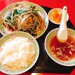 川平飯店 - ニラレバー定食¥800