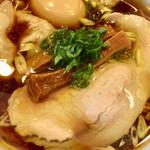 特級鶏蕎麦 龍介 - でっかい1枚のチャーシュー