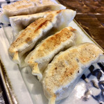 特級鶏蕎麦 龍介 - 「餃子」@300   餡はジューシーな旨味たっぷりです。