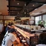 亀正くるくる寿司 - 50人が11時に入店