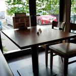 CARI cafe - テーブル席の様子