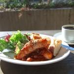 ブンダン - テラスで遅めの朝食…
