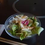 肉の万世 - ランチのサラダ
