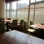 ラグーン - 昼少し前だったのでまだお客様もまばらだったので4人掛けのテーブルを一人占めです