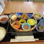 ラグーン - 和風のお勧めランチ「秋の色彩弁当」は980円です。