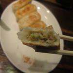 餃天堂 - 焼餃子 皮はモチモチで 中は肉汁がジュワッと