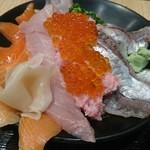 伊豆太郎 - ごはんが隠れるくらいの海鮮