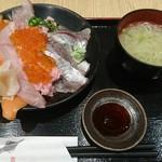 伊豆太郎 - 寿司屋の海鮮のっけ丼