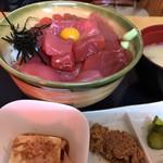 107070437 - マグロ丼