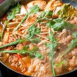 龍 - 女性に人気!韓国風キムチと豚肉のチゲもつ鍋