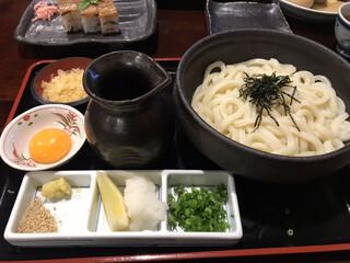 うどん本陣 山田家 讃岐本店 - 釜ぶっかけ 卵黄付き 630円