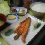 きくよ食堂 - 紅鮭ハラス定食