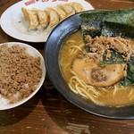 一品堂 - 料理写真:味噌ラーメンセット(肉そぼろごはん)