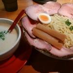 GATTON - 料理写真:ナイスつけ麺(中300g)チャーシュートッピング
