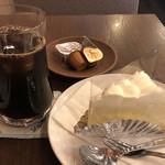 シュベール - ダブリチーズケーキとアイスコーヒーで799円