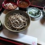 山路 - 料理写真:「おろしそば」ひと皿目登場