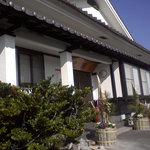 居酒屋 晃徳 - 外観写真:広めの駐車場が目印のお店です。