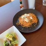 Barba.cafe・dining&bar  - 料理写真:パスタとサラダ