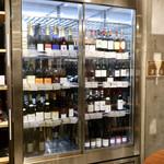 べべのおそうざい - すべての棚がワインリストです