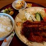 うえむら - チキンカツ定食(950円) あと味噌汁も付くよ。