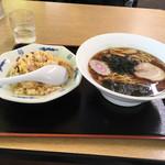 らーめん村上 - 料理写真:半炒飯とラーメンセット  800円