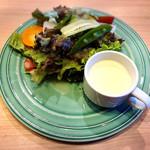 メロンズ テイル - サラダと冷製コーンスープ