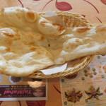 タージマハル - 料理写真:ナン(ランチのタージセット)
