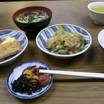 江戸堀 - これだけ見たら貧相な定食