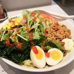 ヌードル&キッチン シナソ - 料理写真:冷やしスパイシー サラダ中華