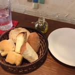 ボッチデビッラ - パスタランチのパン(2人前)