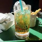 ラッキーピエロ - ダントツ人気ナンバー1セット(650円)のウーロン茶
